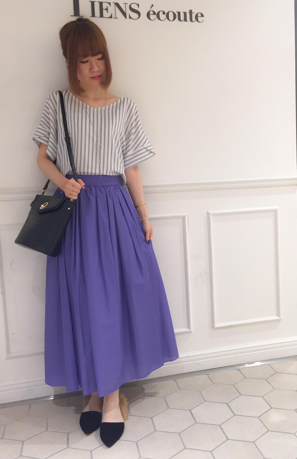 パープルが映える甘さ控えめなスカートスタイル・有楽町店