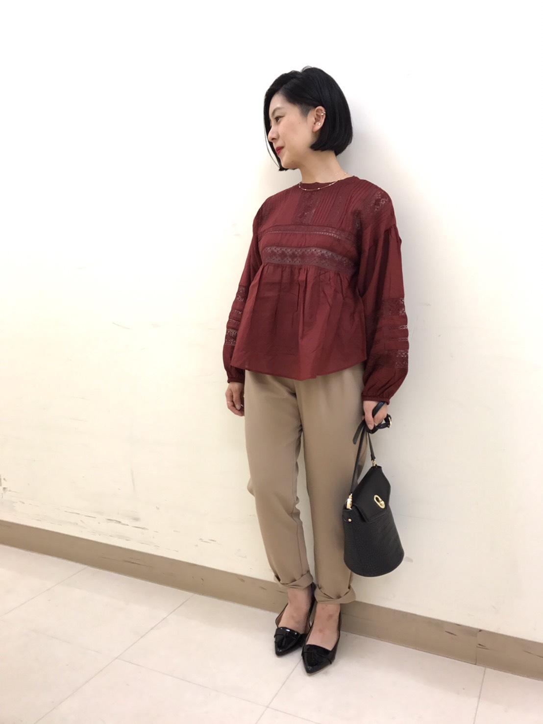 秋色カラーの袖ボリュームレースブラウス・本厚木店