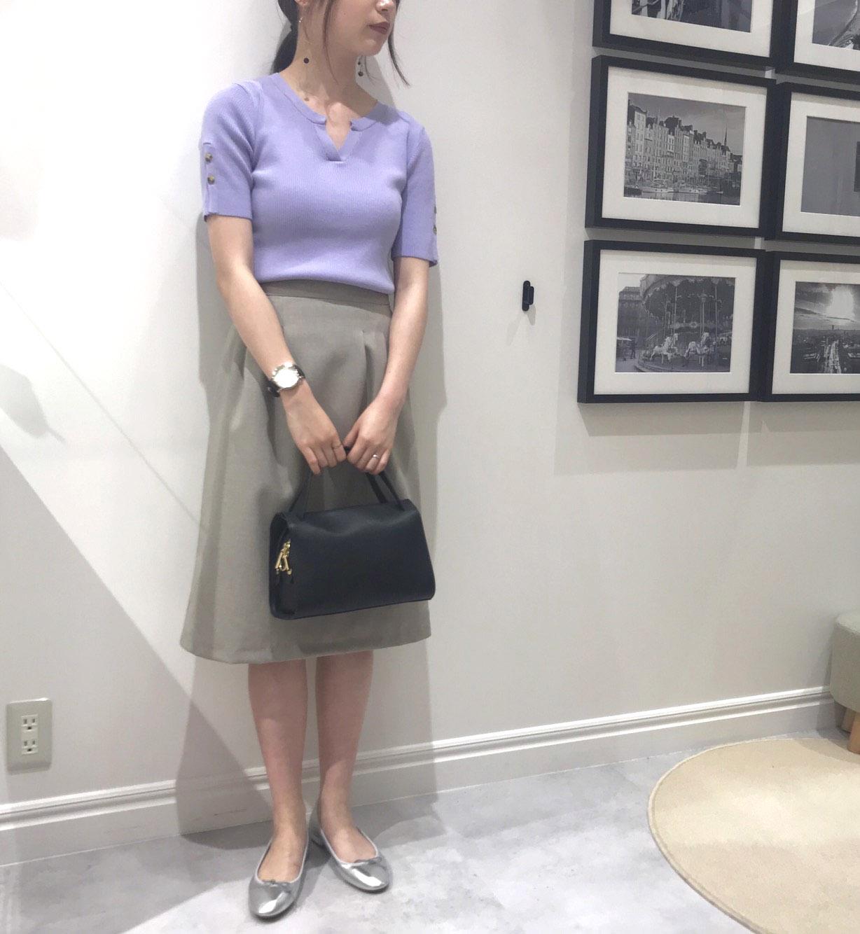 スキッパー袖ボタンニットとタックタイトスカート・荻窪店