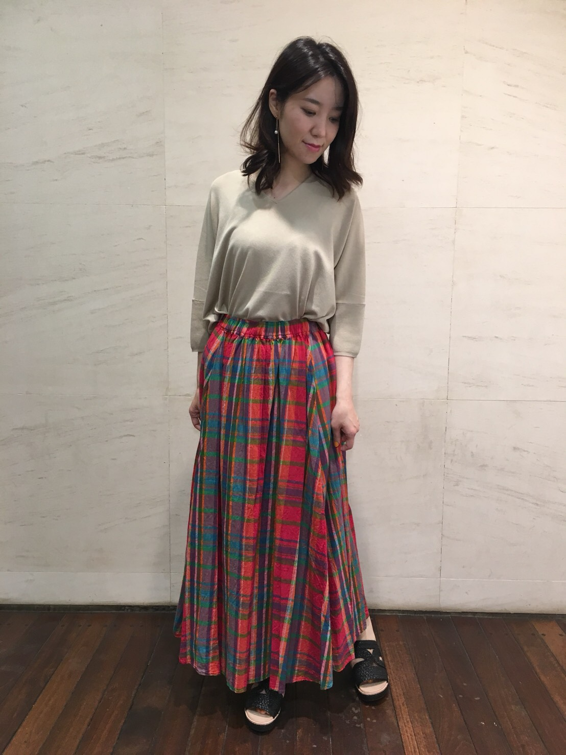ドルマンニット&チェック柄スカート・池袋店